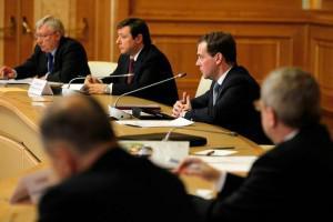 Медведев: Работу по введению единого налога на недвижимость нужно завершить к концу года