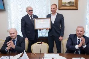 Леониду Казинцу вручили грамоту
