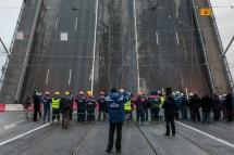 В Петербурге торжественно свели Тучков мост