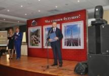 Вице-премьер и премьер поздравили строителей