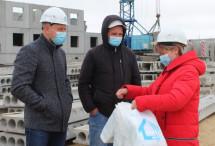 Архангельская СРО раздаёт медицинские маски строителям