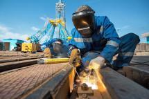 Зарплату строителям «Восточного» выплачивают через суды