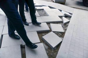 В КПРФ требуют проверить на коррупцию замену московских бордюров и тротуарной плитки