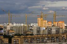 Сколько жилья строит Россия