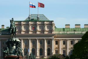 Петербургские власти делят контроль над историческим центром